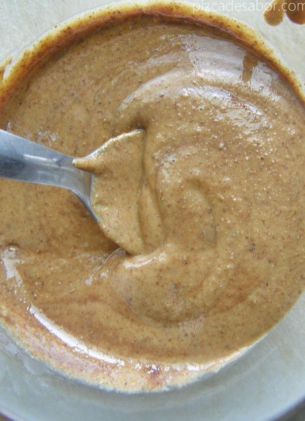 Aprende a preparar crema de almendra en tu casa, fácil de hacer y saludable ya que tu controlas los ingredientes. Fotos paso a paso.