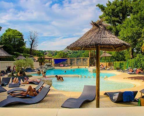 En été, comment refuser l'appel d'une piscine comme celle-ci ? Située en #Ardèche au #camping Domaine des Chênes, cette piscine n'est que le point de départ de merveilleuses #vacances ! Sur place, vous attendent des sites de grande renommée comme #VallonPontdArc, de nombreuses #activités (#Canoë #Kayak, #VTT...) et des #animations 6 jours sur 7 !    Prêt à donner votre coeur à l'Ardèche ?  https://campingqualite.com/campings/domaine-des-chenes/    #campingqualité #LesVans #GorgesduChassezac