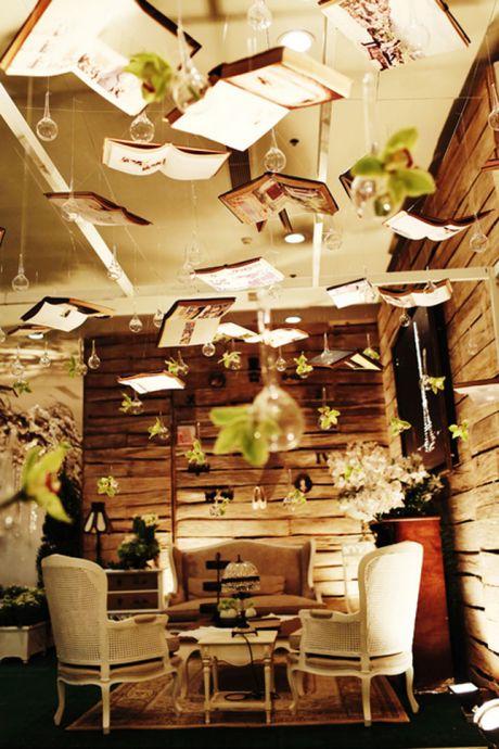 Magnifique décoration aérienne pour un mariage sur le thème de la littérature