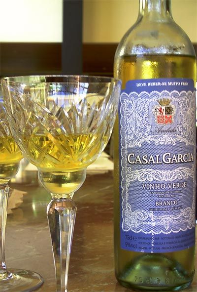 Cheap Wines That Don't Suck: Vinho Verde - Clean Plate Charlie    Great to cook with especially in a risotto or just to have with cheese salad or at summer cocktail hour!!! mix with peach nector or pear nector and its delicious. Slight carbonation gives it that extra yum factor :)