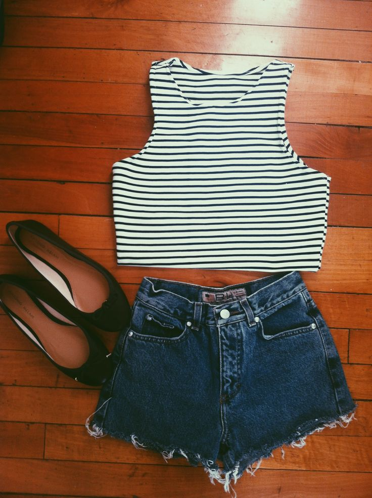 Sugar kane outfit: high waisted shorts and stripped tank