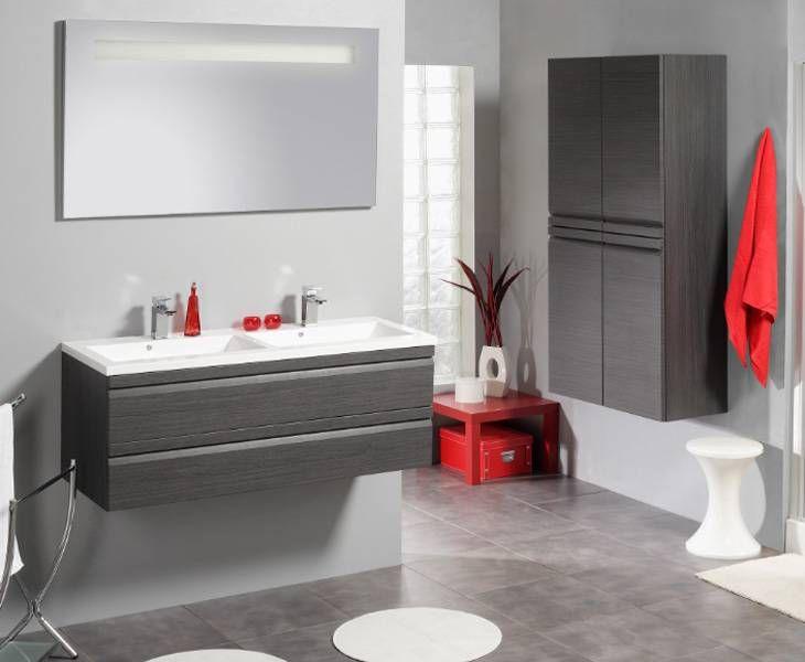 Badkamermeubel in donkere houten look met rode accenten. Makkelijk zelf plaatsbaar | Accent | #allibert