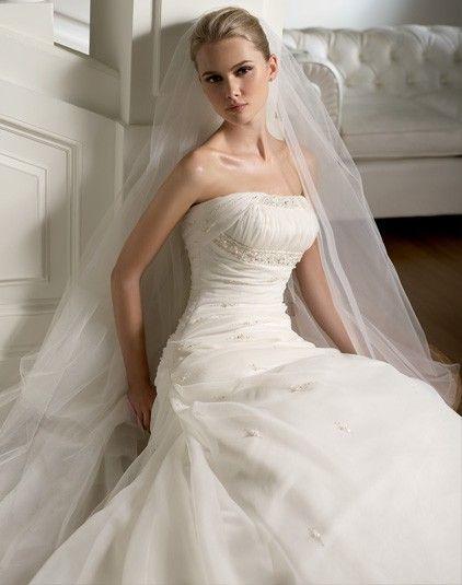 Rizo - Kifutó modellek - Esküvői ruhák - Ananász Szalon - esküvői, menyasszonyi és alkalmi ruhaszalon Budapesten