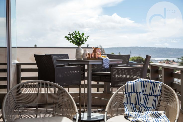 Outdoor living space, modern, lounge chairs, high top table, bar table, bar stools, copper cups, ocean view