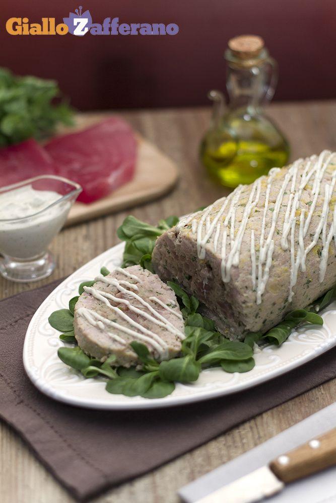 Il POLPETTONE DI #TONNO è la fresca variante alla classica preparazione della nonna!   Qui la #ricetta #GialloZafferano: http://ricette.giallozafferano.it/Polpettone-di-tonno.html