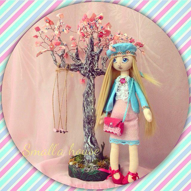 """-Почему ты выбрал именно меня? -прямо спросила Кэтти. -Потому что, когда твоя подруга сказала: """"Сколько тут звезд!""""-ты единственная на всем этом чертовой танцполе посмотрела на небо.  #романтика #весна #кукла #куклыизткани #творчество #текстильныекуклы #игрушкиизткани #интерьерныекуклы #интерьерныеигрушки #яшью #своимируками #рукоделие #ручнаяработа #хобби #doll #dolls #hobby #handmade #smalla_house #smalla_dolls #instadolls"""