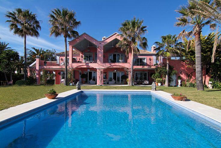 Nederlands sprekend immo kantoor Marbella gespecialiseerd in verkoop van luxe villas in Marbella ,nieuwbouw villas aan de costa del sol,verkoop villas op het strand marbella alsook eerste strandlijn villas in marbella.