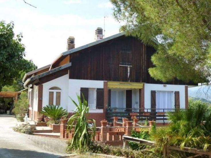 Villa in Vendita a Camporosso con vista mare e giardino