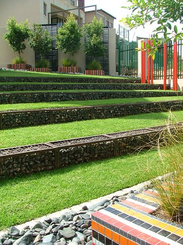 Gabion walls are widely used in major landscape construction for retaining but their application in the garden is something that the average can use to create beautiful garden features often using materials that are recycled or that are readily available onsite.