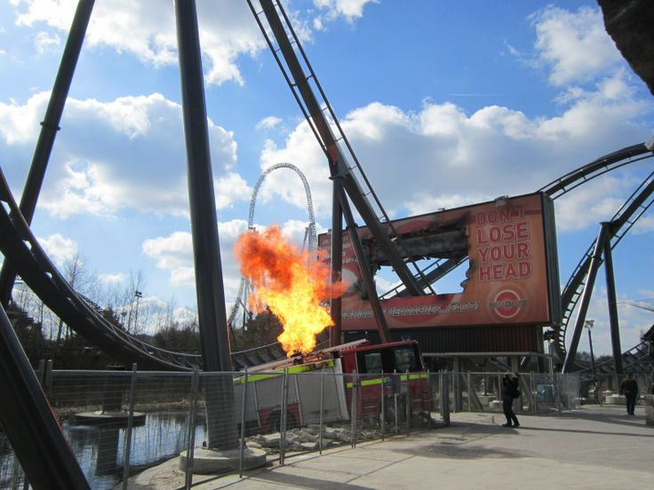 The Swarm fire effect | Theme Parks & Roller Coasters