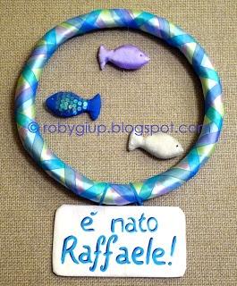"Fiocco nascita a ghirlanda con pesciolini imbottiti, tutorial completo! - ""Welcome Baby"" wreath with stuffed fishes, full tutorial! #tutorial #DIY #newborn #wreath"