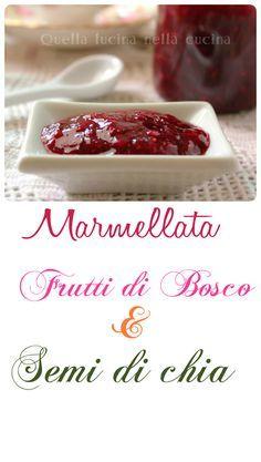 Marmella di frutti di bosco: fragole, mirtilli e lamponi. Addensata con semi di chia e dolcificata con fruttosio. #bassoindiceglicemico #chia #marmellata