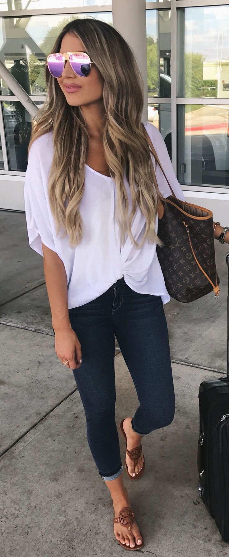 #fall #outfits  White Blouse + Navy Skinny Jeans + Brown Sandals
