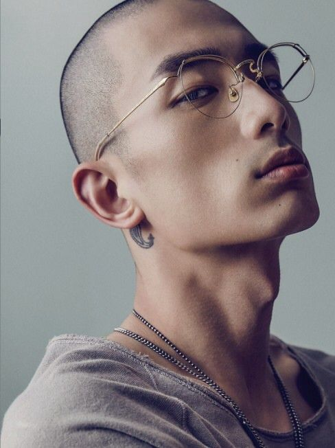 Sung Jin Park: What a stunningly gorgeous guy.