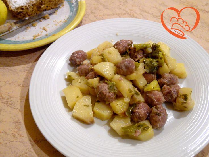 Patate con salsiccia e cipollotti http://www.cuocaperpassione.it/ricetta/d3331f4c-9f72-6375-b10c-ff0000780917/Patate_con_salsiccia_e_cipollotti