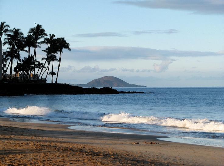 Kamole 1 beach on Maui in the early morning