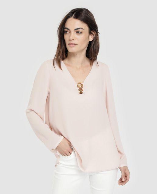 b52d7f1fa Blusa de mujer Elogy en color nudo con aros en escote en 2019   ropa ...