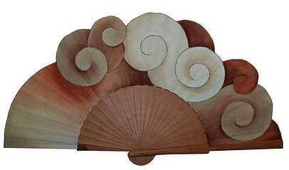 Abanico en madera de peral, pintado a mano, técnica aguada y gouache de Kika Madrid