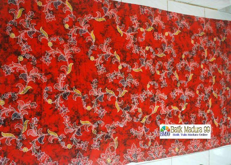 Batik madura mendung pecah oranye merupakan motif batik tulis madura terbaru. Corak batik madura dengan gambar untaian bunga warna cerah dari http://batikmadura99.com