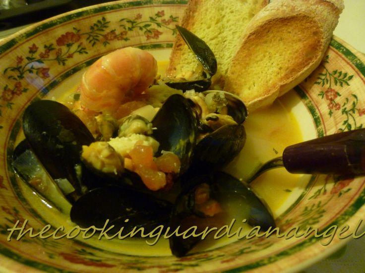 Delicious seafood soup Zuppa ai frutti di mare http://www.cuochi-a-domicilio.it/lombardia/milano/olga-caserta/