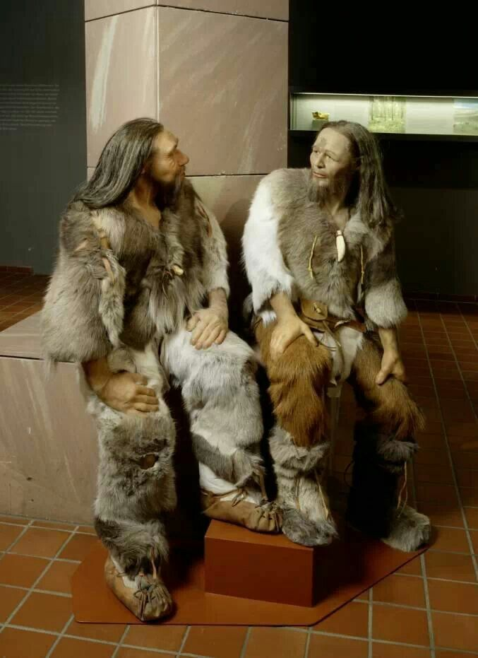 Reconstruction of Neanderthal and Cro-Magnon.