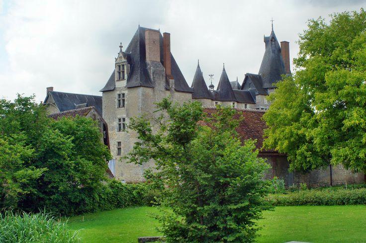 Zamek będący przykładem średniowiecznej architektury wojennej.