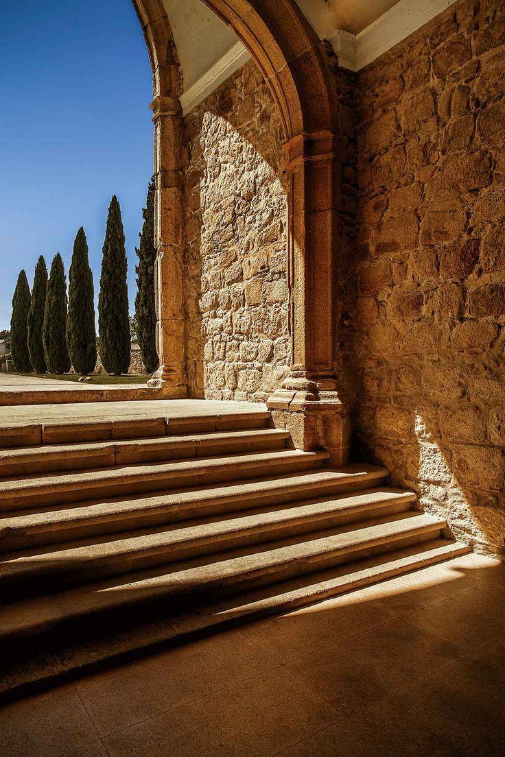 La entrada al antiguo convento de Santa María de Flor da Rosa, hoy convertido en el hotel Pousada do Crato, en la ciudad del mismo nombre