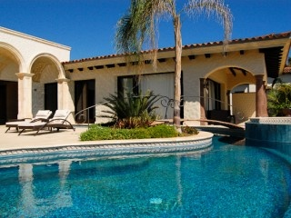 Francisco Luna, Property Management and Luxury Rental Villas in Los Cabos