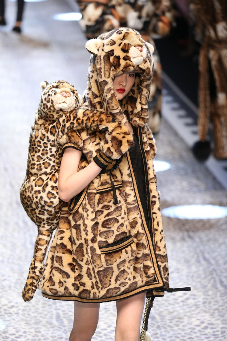 #DolceGabbana Fall/Winter 17/18. Animalier Vibes. ##mfw #runway #trend