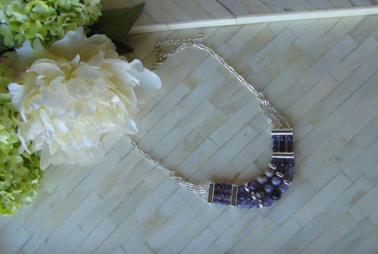 En tonos morados, collar montado en plata y amatistas de Mil Onzas Joyas. #joyas #collares #gemas #moda #milonzas