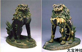 According to the Kyoto National Museum, the open-mouth animal is just a lion. Only the close-mouth animal is a lion-dog. The museum also says that early artwork of the shishi depicted one with a horn on its head (as found at Toji Temple 東寺 in Kyoto), but by the Kamakura Era, the horned beast of earlier times had been replaced by the hornless version.