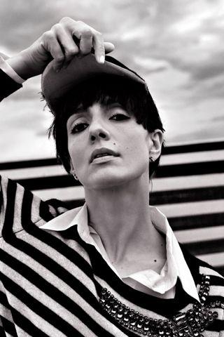 Oggi scegliamo la designer Alessandra Marchi ANIYE BY che ha scelto come brand ambassador Ambra Angiolini. L'attrice italiana ama i colori e le righe e definisce le creazioni della stilista 'abiti felici' forse perché la collezione FW1617 è carica di colori e fantasie. #InfoKonk #striped #style #celebs