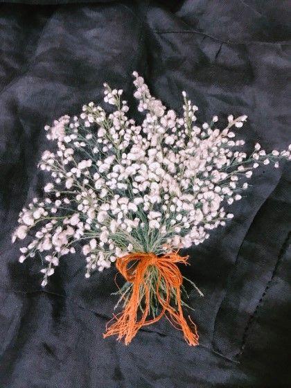 린넨원피스에 안개꽃 한다발 수놓았어요 안개꽃 꽃말은 맑은 마음 . 깨끗한 마음이라는군요:) 안개꽃 꽃말...