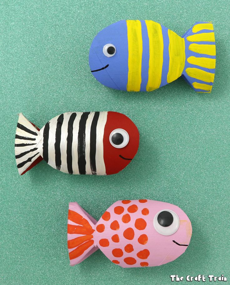 Setp by step photos and video tutorial on how to create a simple paper roll fish