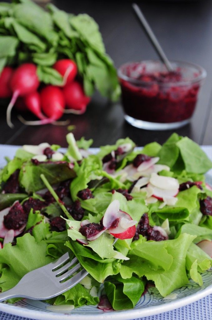 4 ingredient fresh Blueberry Salad Dressing over a mixed green salad with Radishes and sliced Almonds. #vegan #glutenfree #paleo