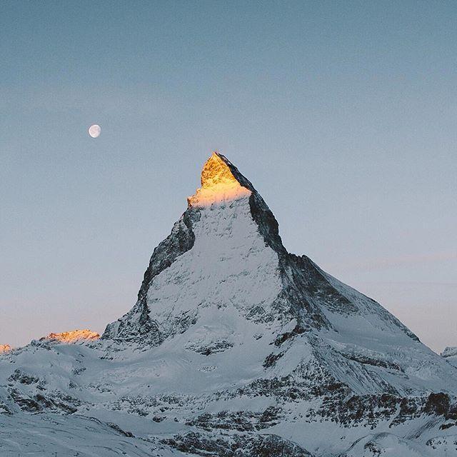 First light at Matterhorn (seen by @freeland_) ⠀⠀ #visitswitzerland