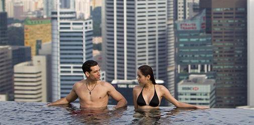 Una piscina de bordes infinitos en Singapur Singapure Hotel Interior Designs