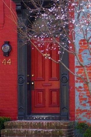 I love red doors :)