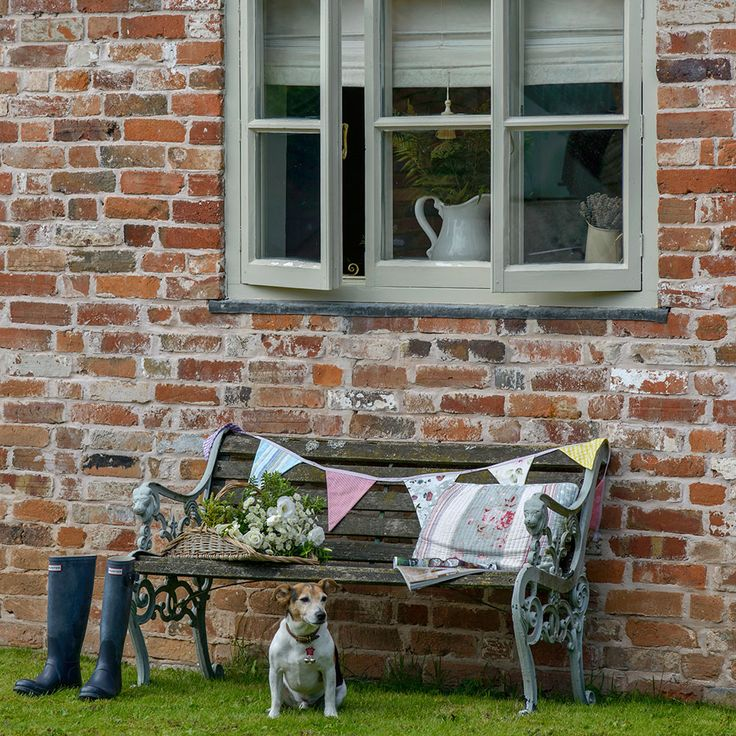 Country garden with wooden bench and bunting