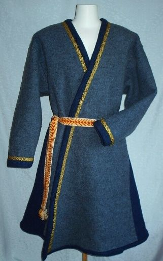 Nice Norse wrap coat! I almost wonder if you could use a bathrobe pattern, haha. Melodi comments - I know someone who did...