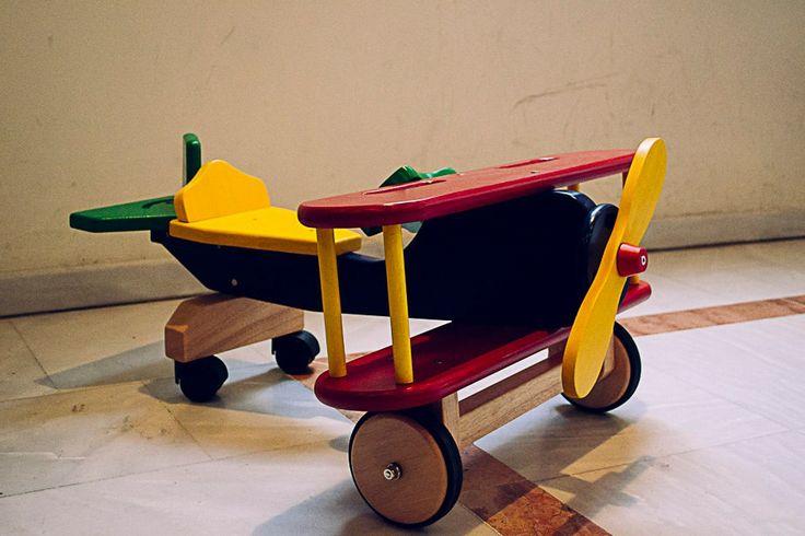 Εγώ φέτος από τον Αϊ Βασίλη θέλω ένα αεροπλάνο... για να μπορώ να πετάω! #arive #photo #16_12_2013 #plane http://ow.ly/rOYx9