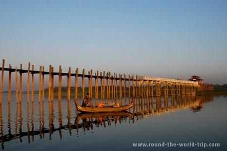 Ao fim do dia em Amarapura, Myanmar