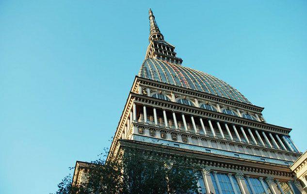Torino è una città dalla particolarissima conformazione architettonica. Il capoluogo piemontese, sede per lunghissimo tempo di casa Savoia, ha...