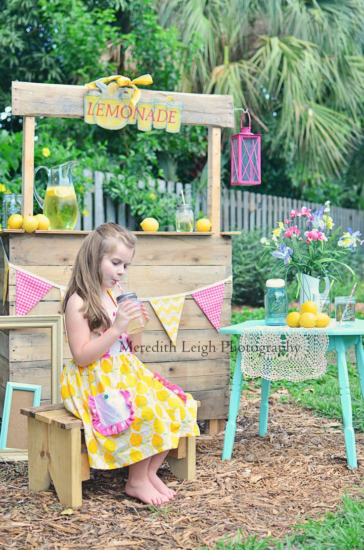 www.facebook.com/meredithleighphotography  Our Summer lemonade stand!  #Summer  #lemonade stand  #vintage