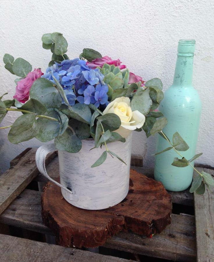 CBV102 Riviera Maya weddings / Bodas centro de mesa vintage con jardinera y botella menta / Centerpieces vintage with Mint color bottle, roses and blue hydrangea