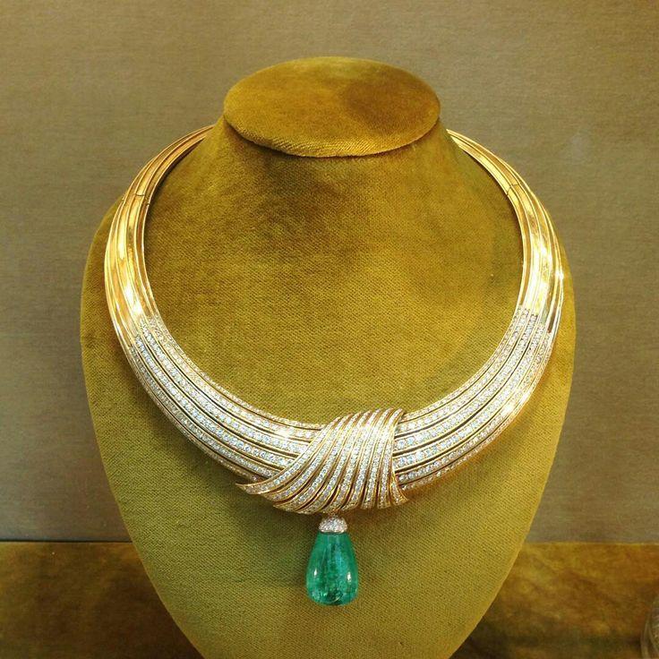 @angeloxdexluca. @eleuteri #amazing #emerald #necklace  #diamonds #gold
