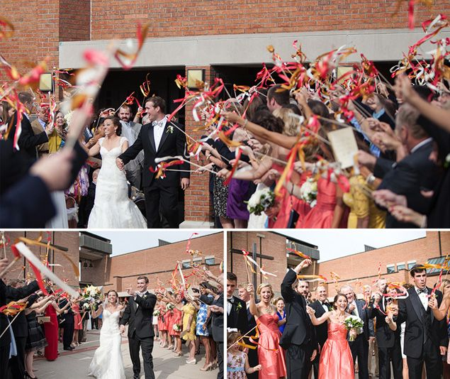 Arche de rubans! Rappel avec des bâtons de rubans pour la sortie de cérémonie (si l'idée du lâcher de ballons ne t'avait pas encore convaincue)... ça me rappelle vaguement quelque chose ;-)