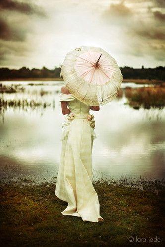 ~Beautiful: Wedding Dressses, Umbrellas, Vintage Wardrobe, Dresses, Beautiful, Wedding Photo, Pictures, Bride, Wedding Shots