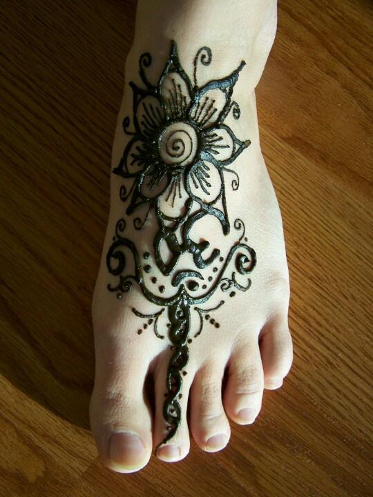 Henna tatto - foot flower | Henna Tattoo Designs | Pinterest