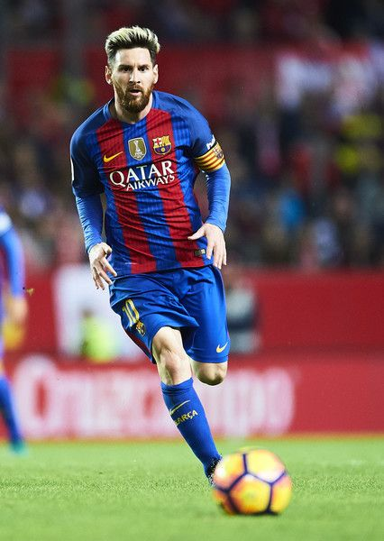 Lionel Messi of FC Barcelona  in actionduring the match between Sevilla FC vs FC Barcelona as part of La Liga at Ramon Sanchez Pizjuan Stadium on November 6, 2016 in Seville, Spain.